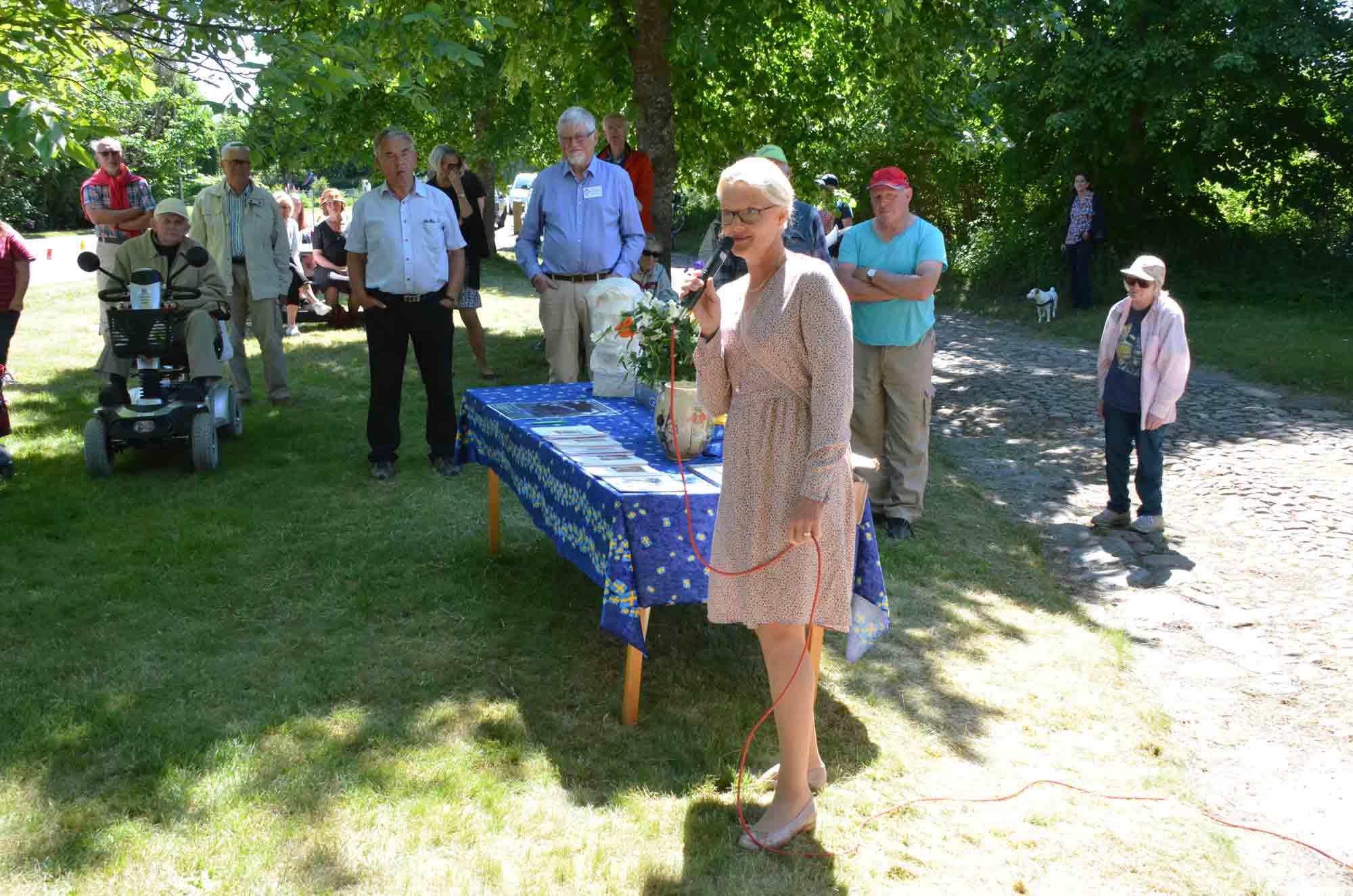 Helene Fritzon överräcker vårdnaden till Widtsköfle Byalag