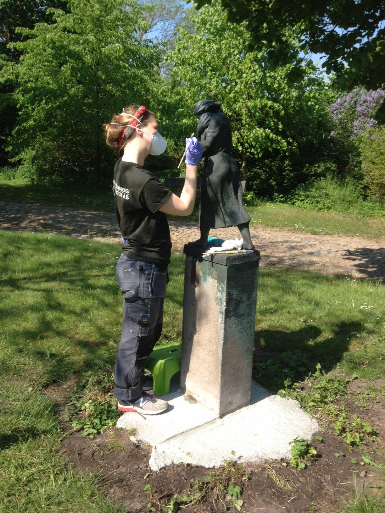 Konservering av den nya statyn
